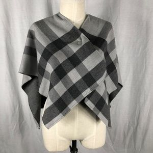 New, Without Tags Burberry Children Wool shawl